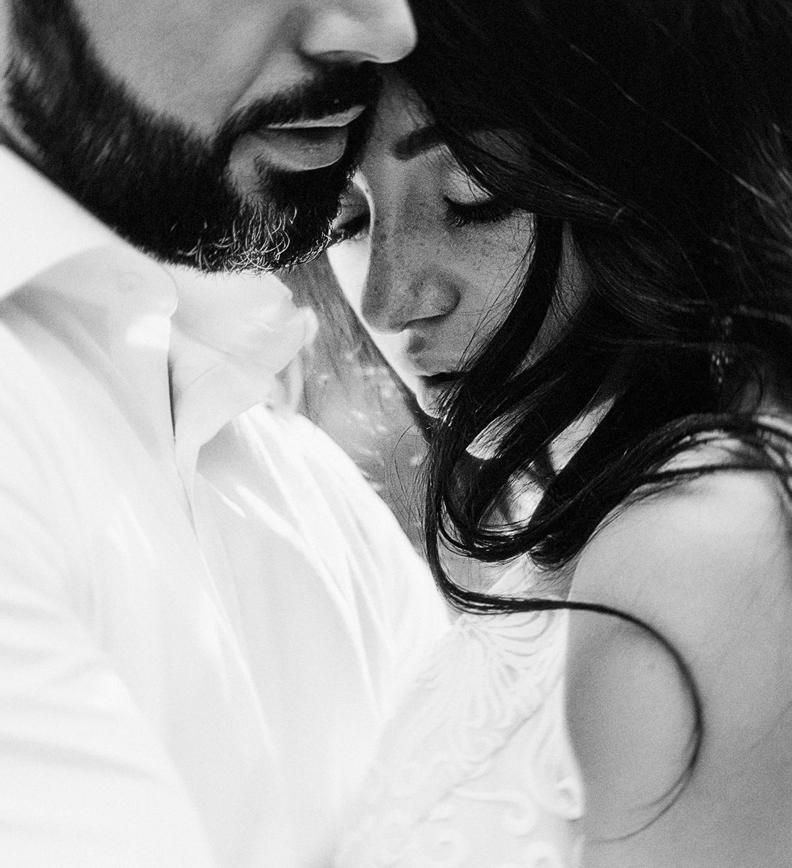 чёрно-белый портрет жениха и невесты Харьков фото